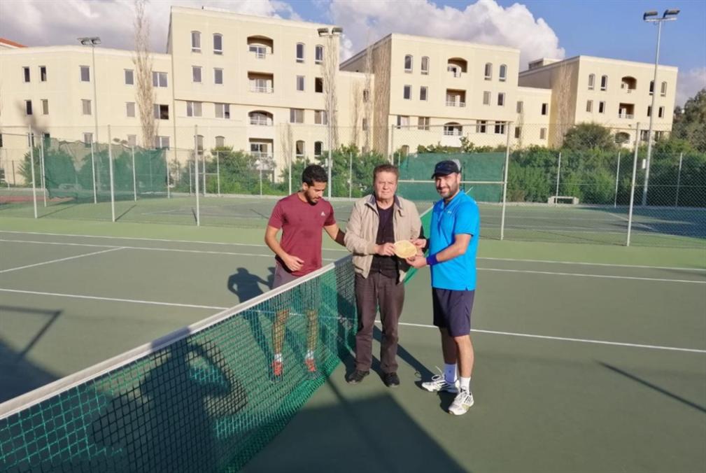 حسين عبد الله بطل تنس المتخرجين في الجامعة اللبنانية
