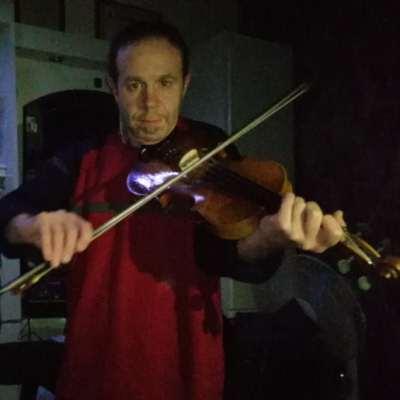حلّاق دمشق العازف على الكمان