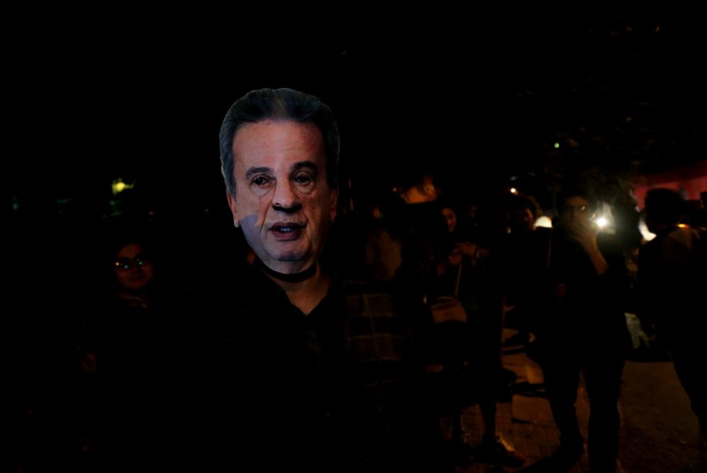 حاكم مصرف لبنان يُصرّ على تبديد أموال المودعين: اطردوا رياض سلامة