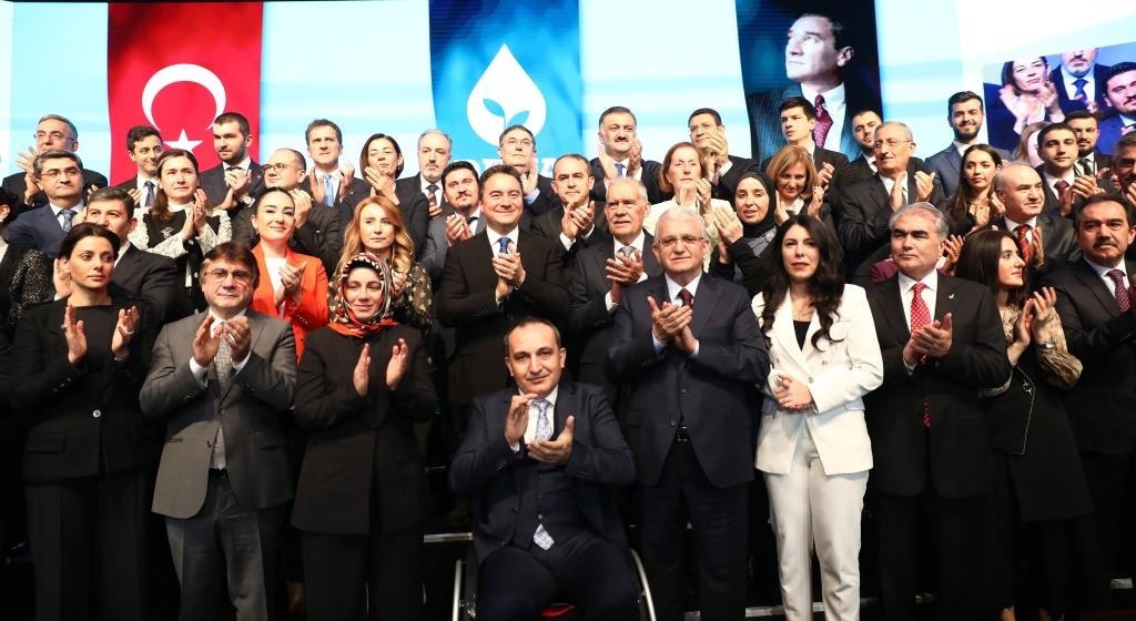 قال باباجان إن الحزب يريد تركيا أكثر حرّية وخارج التنافس بين الأشخاص