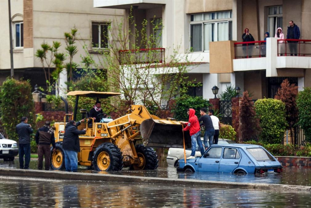 ضحايا السيول أكثر من 20... وشبح أزمة يخيم على «السويس»