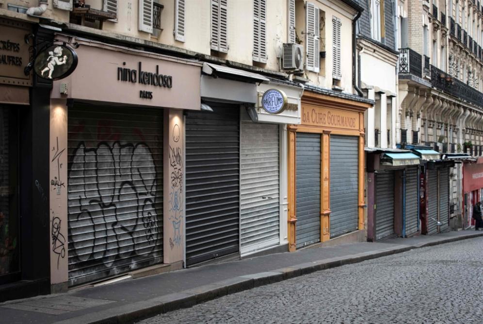 فرنسا «في حالة حرب»: ماكرون يعلن منع التنقل... إلا للضرورة