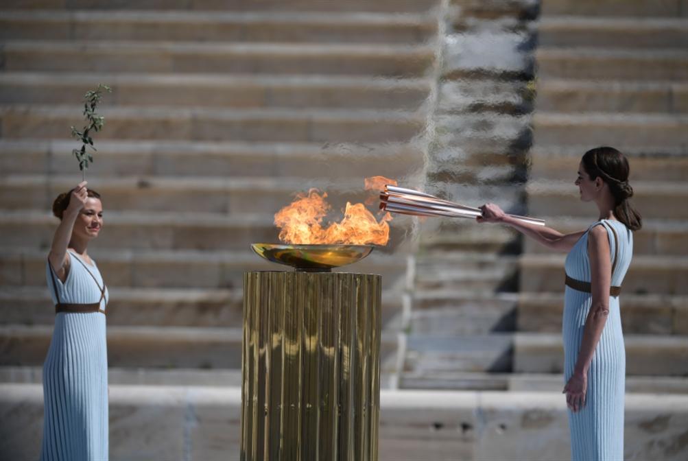 اليونان تسلّم طوكيو الشعلة