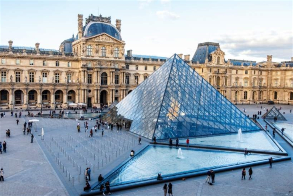 كورونا يضرب «اللوفر» و«معرض الكتاب الفرنسي»