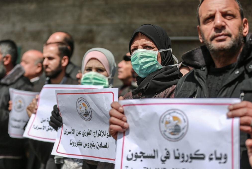 الأسرى يصعّدون النضال: إسرائيل تريد نشر «كورونا» في سجونها!