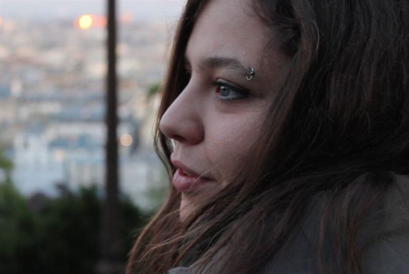 أنجي عبيد: حياة نسائية معلّقة