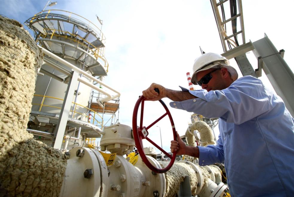 «كورونا» يلمّ شمل «أوبك+»: الاتفاق يحبط أسواق النفط