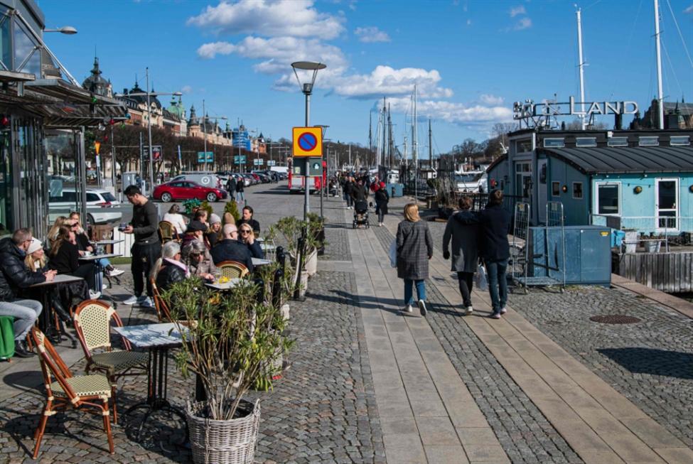 «التجربة السويدية»: هكذا نكافح  الوباء