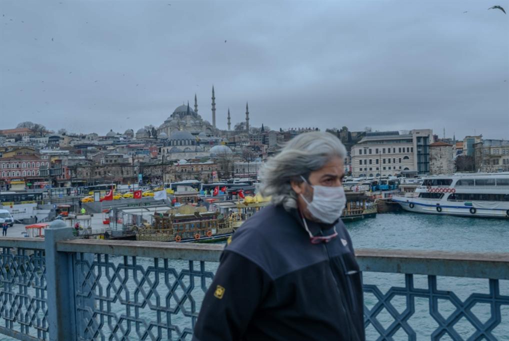 إردوغان يحاصر بلديات المعارضة: ممنوع جمع المال لمكافحة «كورونا»