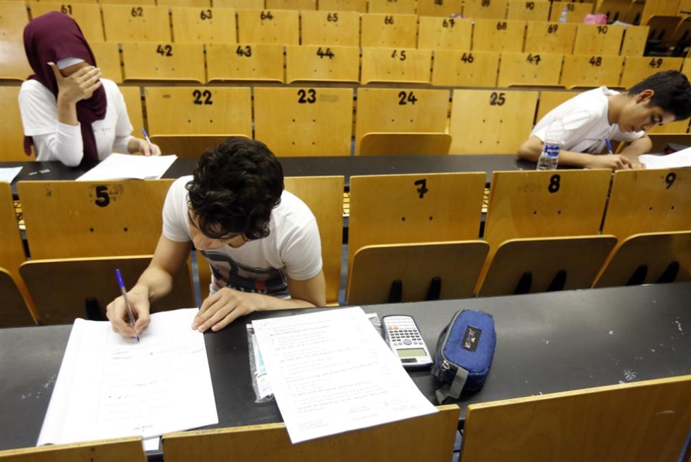 مجذوب متمسّك بالامتحانات الرسميّة