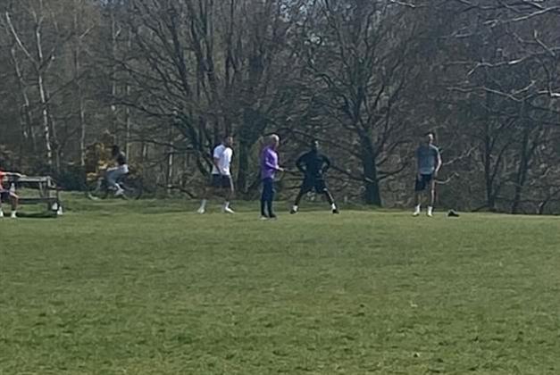 مورينيو ولاعبوه يتدرّبون في حديقة عامّة