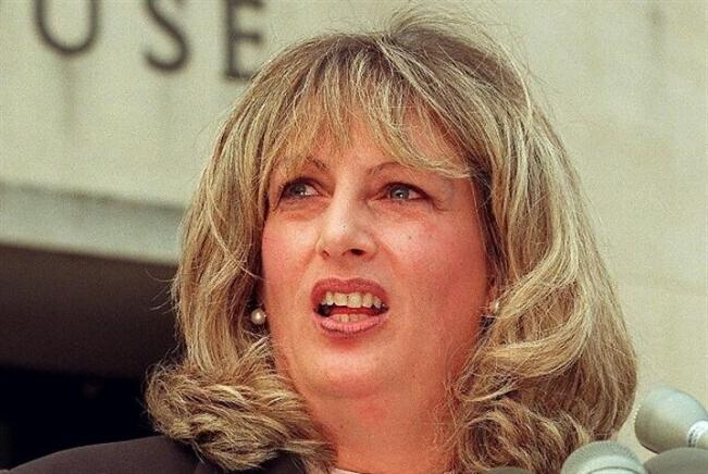 رحيل ليندا تريب... كاشفة سرّ كلينتون