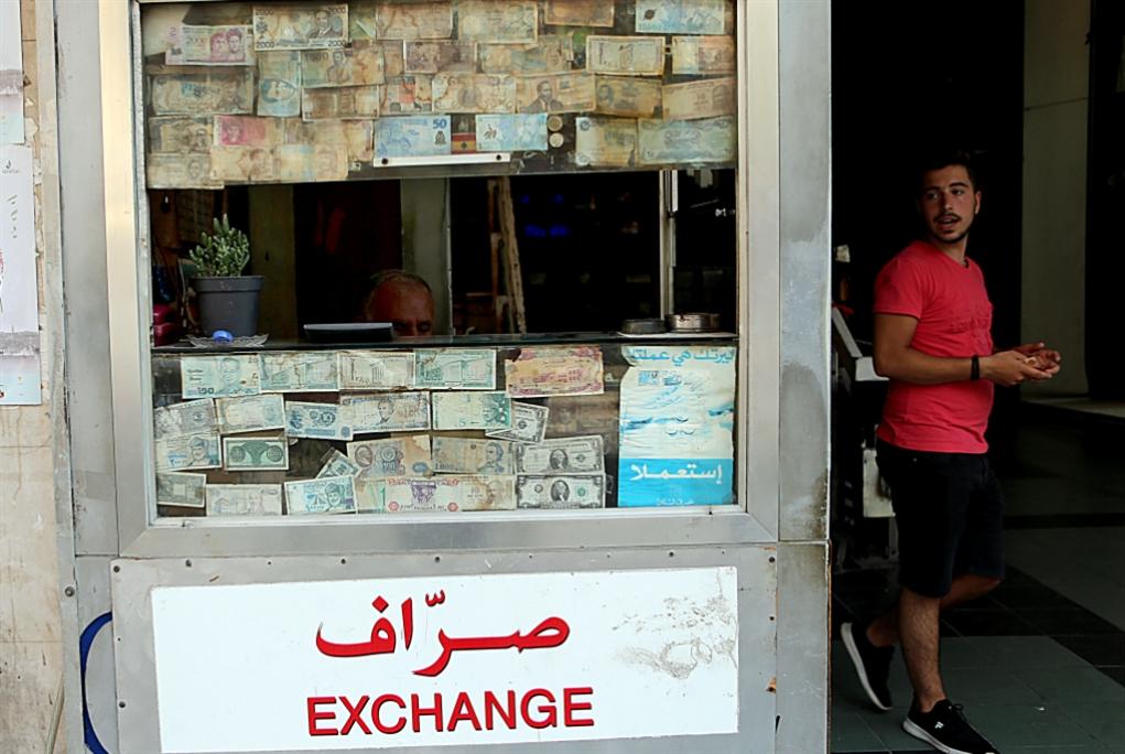 توسّع التحقيق في التلاعب بسعر الليرة: ميشال مكتّف في دائرة الشبهة
