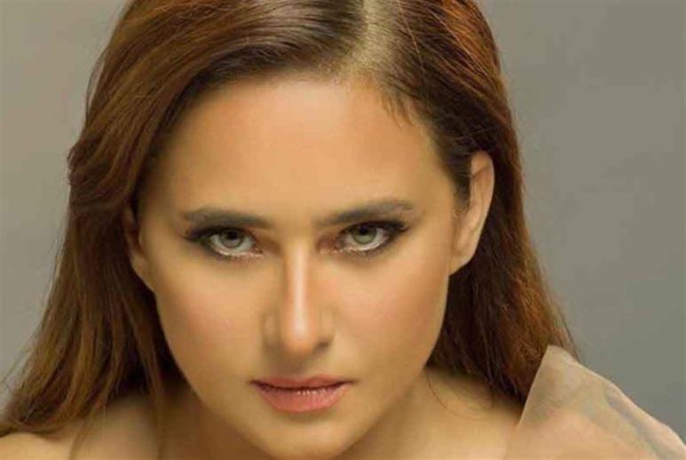 عادل إمام يمدح نيللي كريم... وهي تردّ