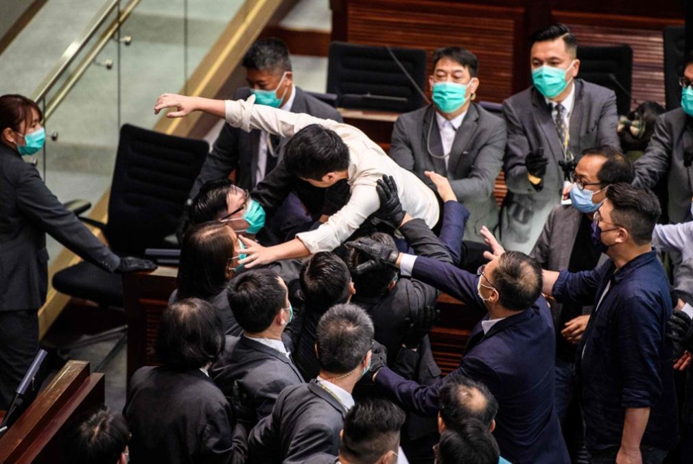 هونغ كونغ من جديد: المواجهة بين بكين وواشنطن تحتدم