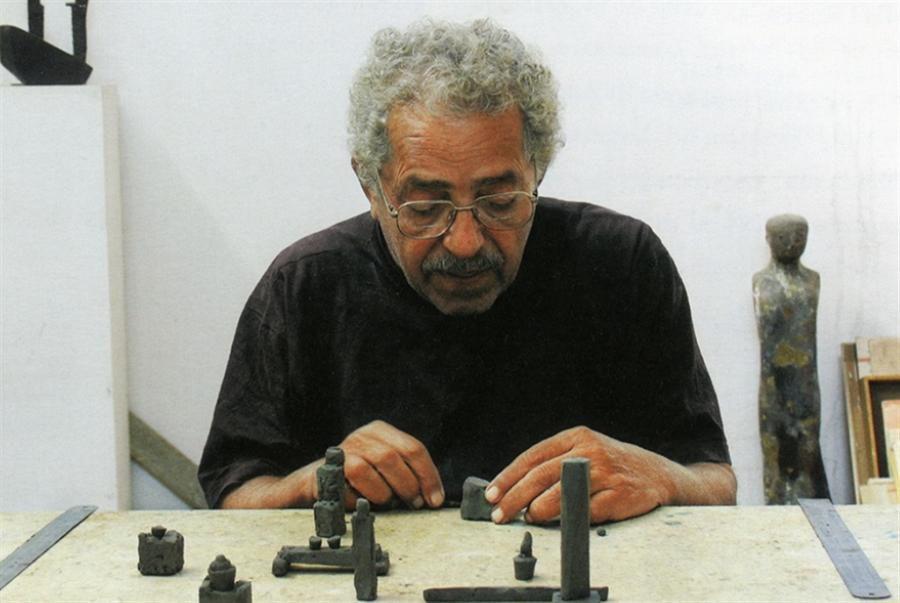 مصر تخسر أحد أهم نحّاتيها المعاصرين: وداعاً آدم حنين