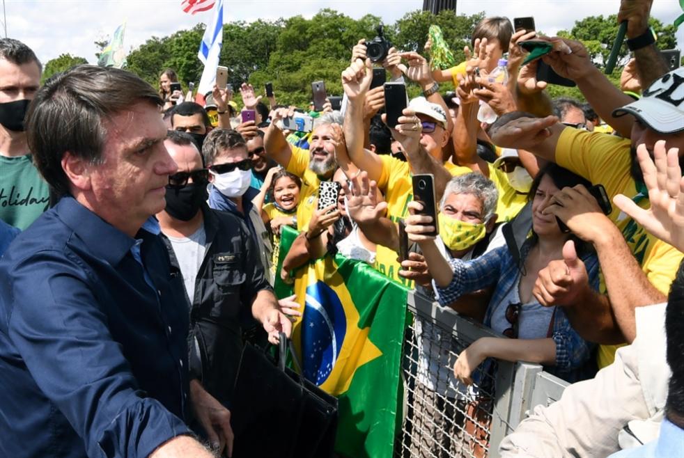 """""""كورونا"""" يتمدّد في البرازيل... بولسونارو على خطى ترامب"""