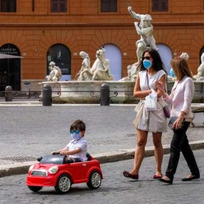إيطاليا تحذّر من «حظر تدفّق السياح» إليها