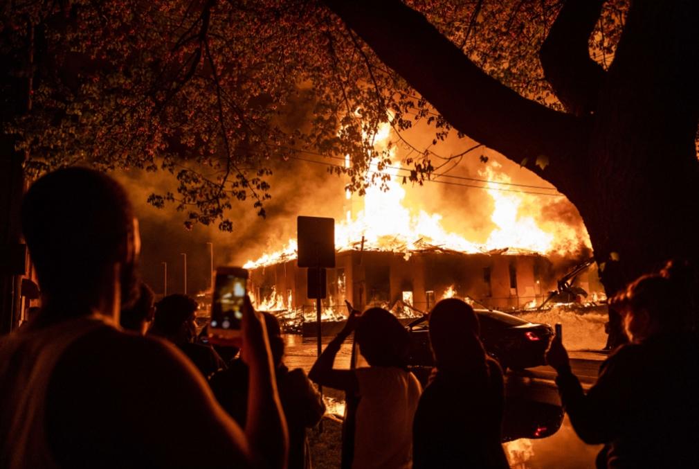 ليلة عنف دامية في مينيابوليس: الاحتجاجات الغاضبة تتواصل