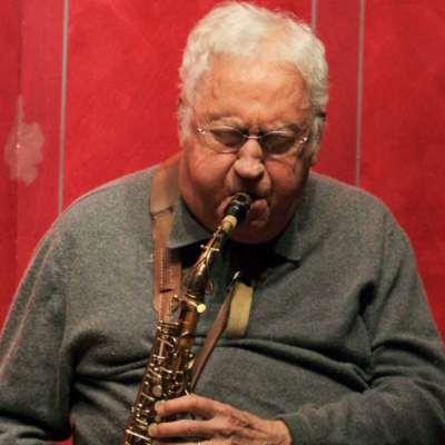 عازف الساكس لي كونيتز... كورونا يفتك بالـ «كول جاز»