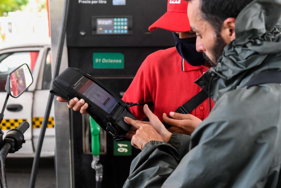 فنزويلا ترفع سعر الوقود وتفتح باب الاستيراد الخاص