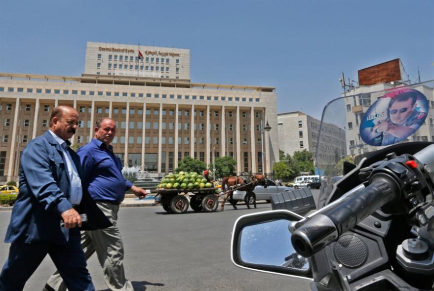 المركزي السوري يعدّل سعر صرف الليرة... للمستوردات والحوالات