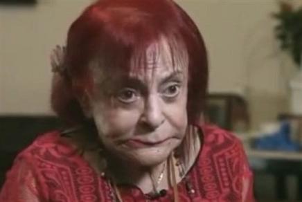 رينيه ديك تتألم وحيدة في المستشفى