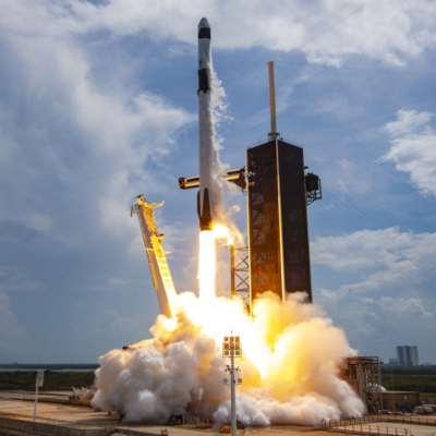 الهيمنة و«الاقتصاد القمري»... والانتخابات: عودة الهوس الأميركي بالفضاء