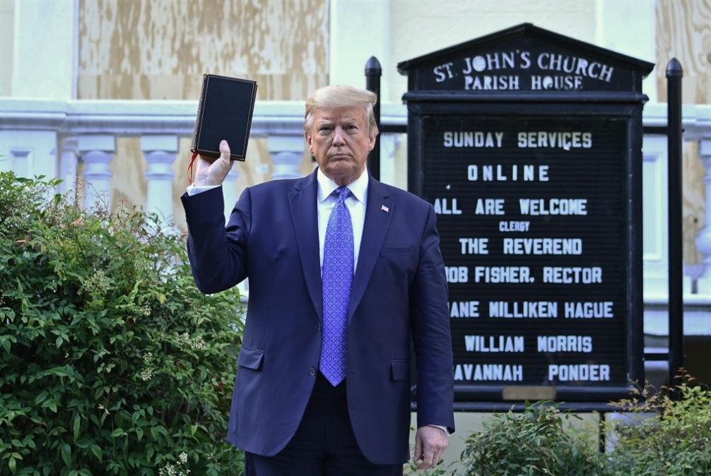 ترامب «يستغل» الكنيسة... لاستعراضٍ انتخابي