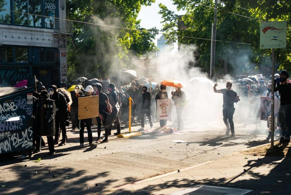 مواجهات بين متظاهرين والشرطة في مدنٍ أميركية
