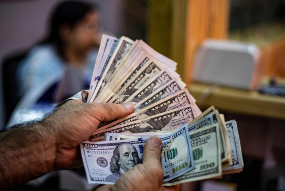 تصريف 100$ بالسعر الرسمي... شرط لدخول السوريين إلى سوريا