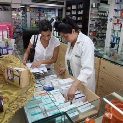 اللبنانيّون تحت رحمة المصرف والكارتيل: مسلسل انقطاع الأدوية مستمرّ