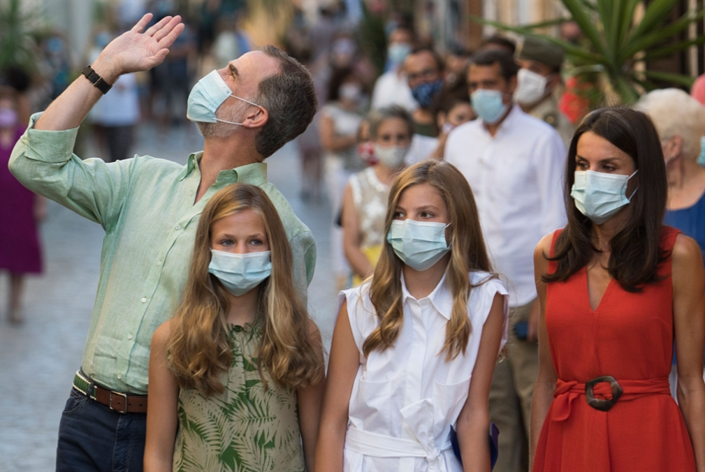 إسبانيا | خوان كارلوس يعود إلى المنفى: المَلَكيّة في مهبّ  الريح