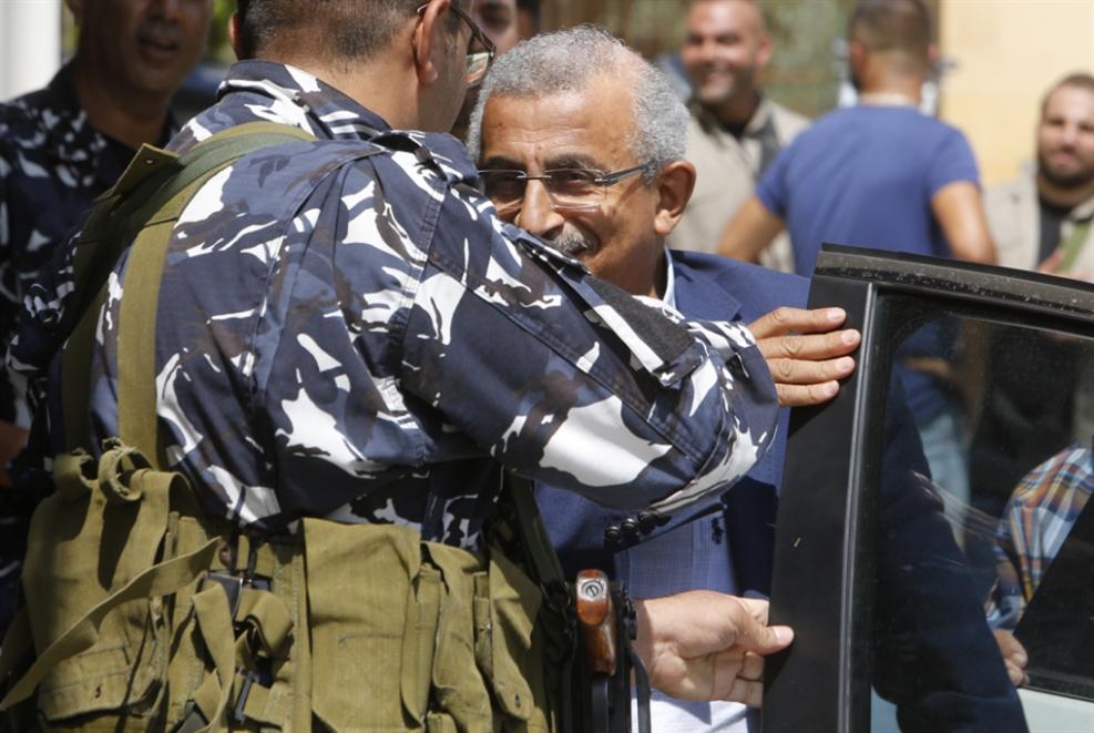 ذهبت الحكومة والمجلس باقٍ: بيروت تحتَ إمرة العسكر... و٨ نواب خارج البرلمان