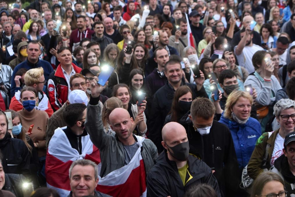 تظاهرات وتظاهرات مضادّة في بيلاروسيا: لوكاشينكو عازم على إسقاط «الثورة الملوّنة»