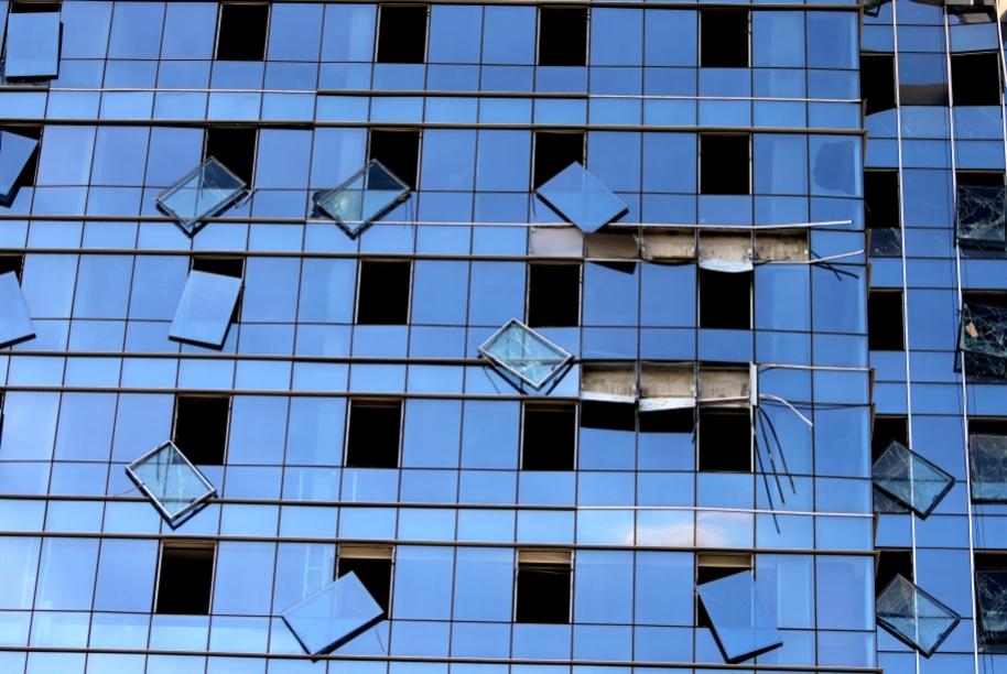 مرحلة الترميم تنطلق: الزجاج متوفر... وقلق من رفع الأسعار
