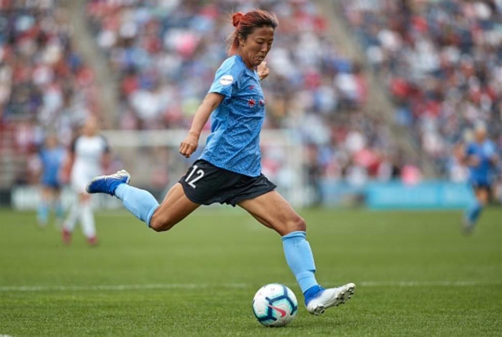 لاعبة كرة قدم يابانية تنضمّ لفريق للرجال