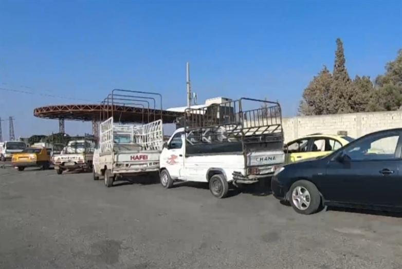 الوقود على الطرقات... لا في المحطات!