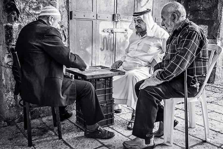 «المعهد الشاميّ» لغات وطاولة زهر