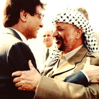 ياسر عرفات ومحمود درويش...  عن العلاقة بين الشاعر والثائر