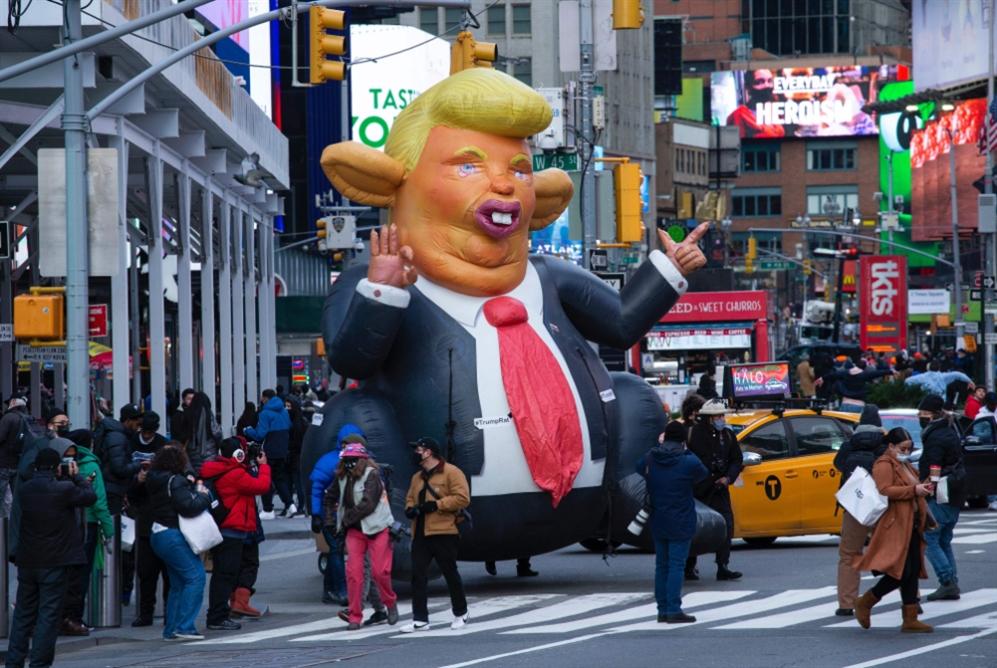 الفصل الأخير للرئاسة المتهوّرة: إذلال ترامب قبل الخلاص منه
