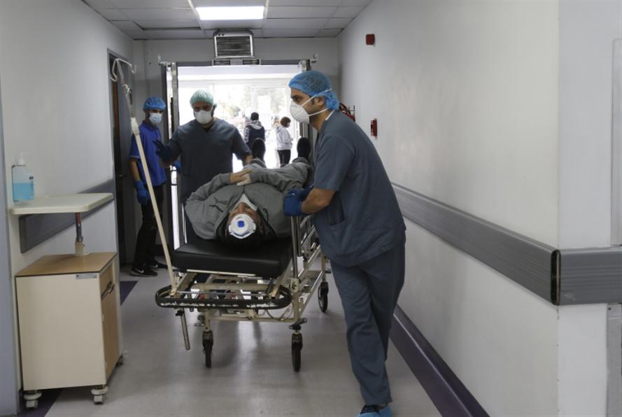 مستشفيات تصارع... وأخرى تبتزّ