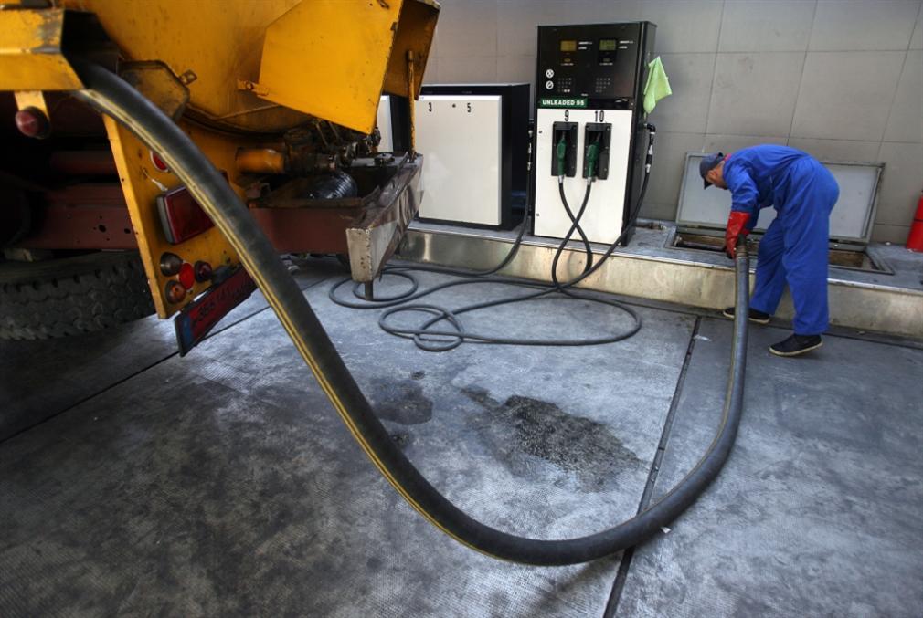 تهريب الوقود يستنزف لبنان وسوريا