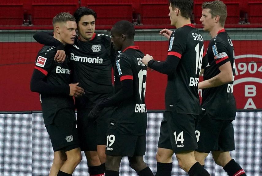 ليفركوزن «يضيّق الخناق» على كبار ألمانيا