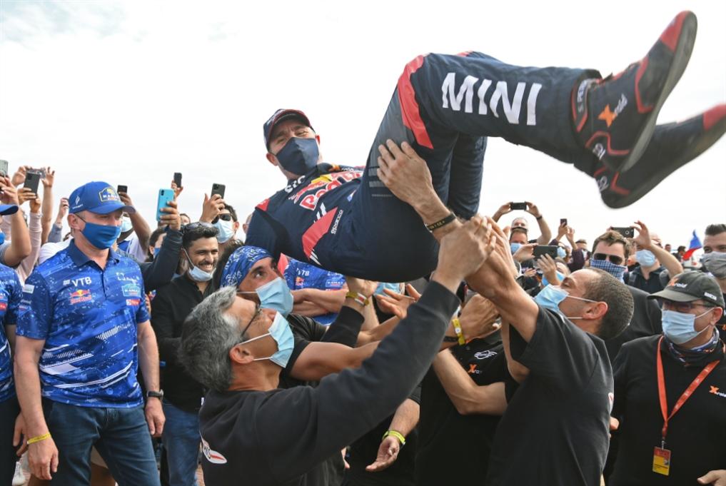 الفرنسي بيترهانسل يرفع لقب دكار 2021