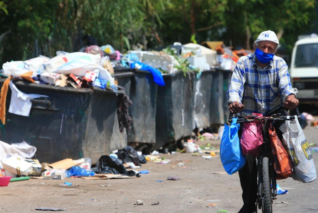 «زبالة كورونا» تفاقم أزمة النفايات