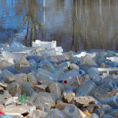 النفايات البلاستيكية: وباء... معروف المصدر