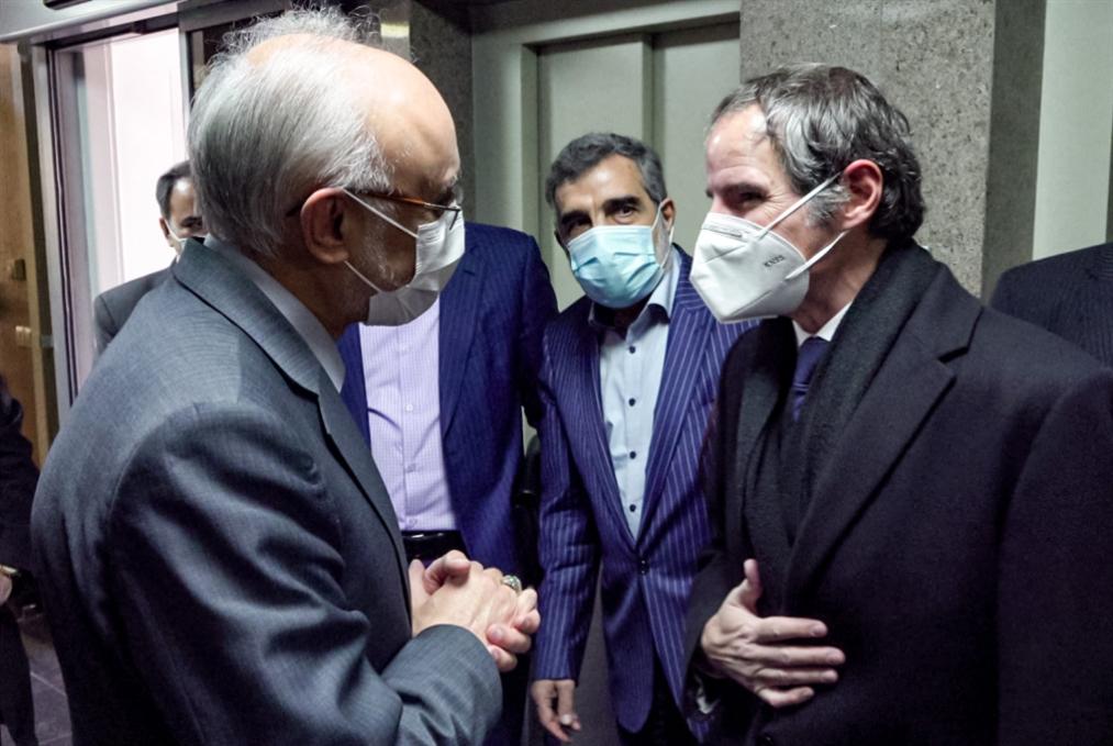 «حلّ مؤقّت» بين إيران و«الطاقة الذرية»