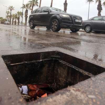 عصابات محترفة تتعامل مع تجّار ومتعهدي أشغال: سرقة الـ«ريغارات» من 90%  من شوارع بيروت الرئيسية