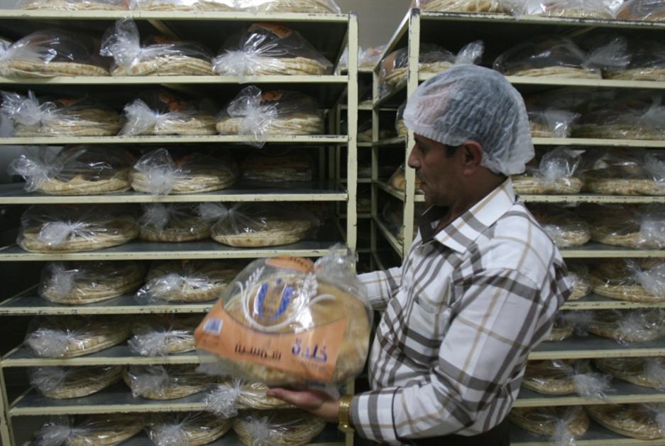 راوول نعمة يسرق لقمة الفقراء: ربطة الخبز إلى 3000 ليرة